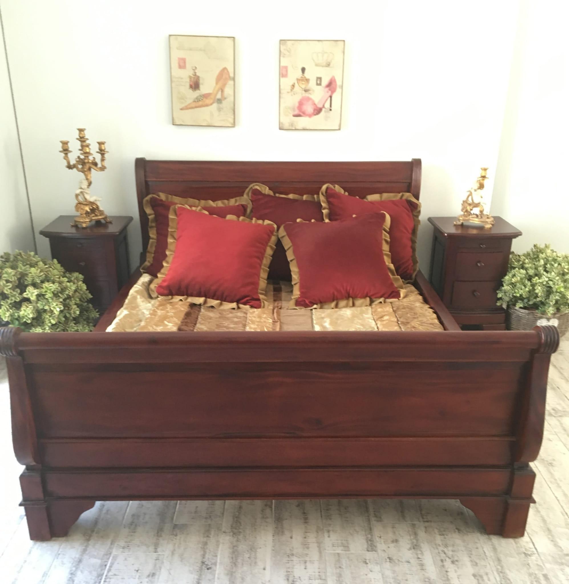 Stylowe łóżko Drewniane Do Sypialni Styl Kolonialny