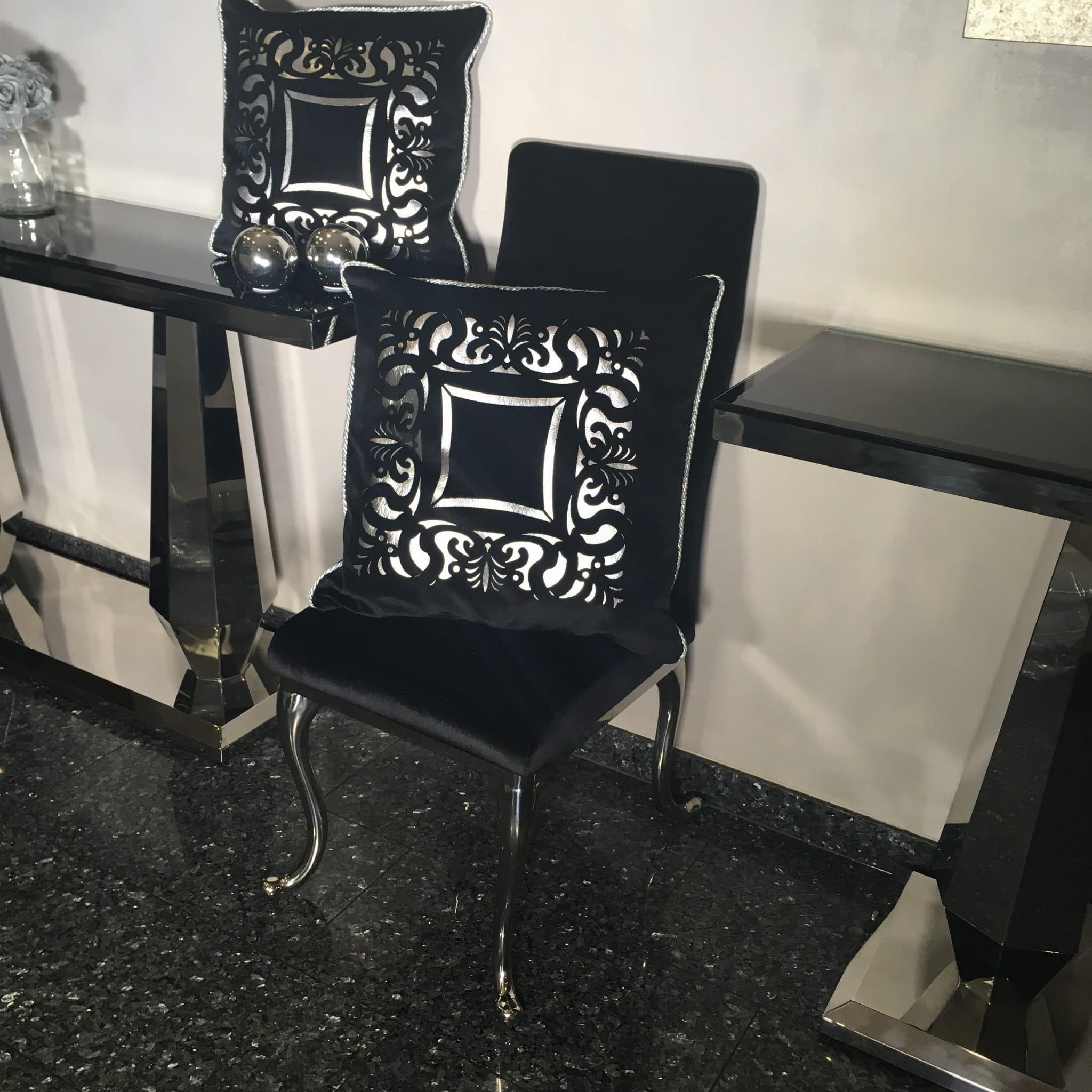 Dekoracyjna Czarno Srebrna Poduszka Do Salonu W Stylu Versace