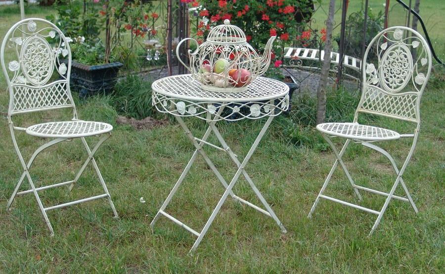 biały ogrodowy sotół metalowy i krzesła